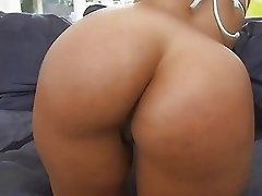Ava has a big nice butt that she twerks