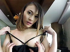 Bare boned brunette Jasmine Grey tries to cope with a thick long cock
