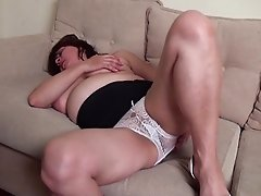 Fat mature slut Salma gets to pleasure her tasty pussy