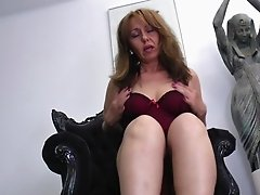 Saggy boobs and a huge ass on the masturbating mature babe