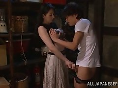 Hitomi Oohashi the hot MILF give a blowjob and a handjob