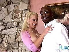 Heidi Mayne blonde interracial nextdoor MILF loves a good BBC