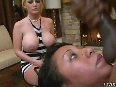 Sophie Dee and Leslie Sierra gets fucked in a hot blowjob and bang action