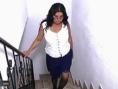 Older mature latin lady masturbating toying and fuking hardcore