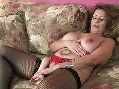 curvy milf sandie fucks her big dong