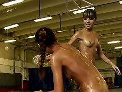 Oiledup babe fingered by wrestling opponent