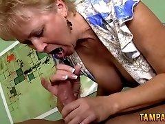 Amateur swinger sucking