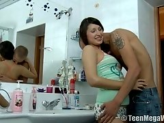 Eleonora attacked by a horny guy for a quick morning shag