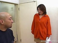 In a hotel a Japanese MILF gets banged and catches cum with her mouth